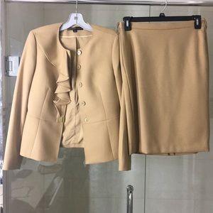 Anne Klein 2 pc skirt suit sz 6